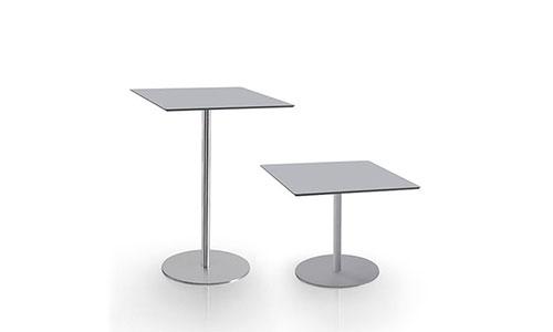 Tavolini da bar e sala attesa ufficio